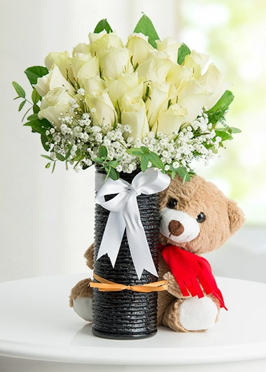 Beyaz Güllerle Dans 15 ad gül ayıcık
